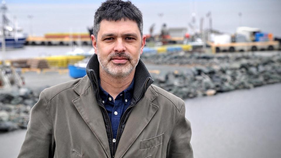 Serge Cormier au quai de Shippagan.