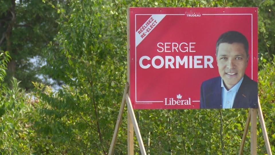 Une pancarte d'élections fédérales du candidat Serge Cormier.