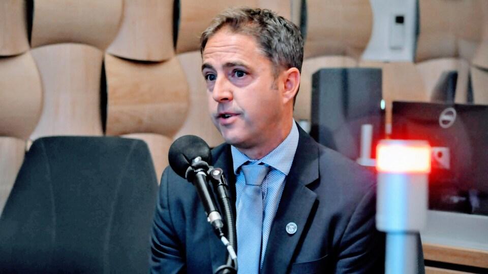 Serge Melanson, Urgentologue à l'hôpital de Moncton, s'exprime lors d'audiences.
