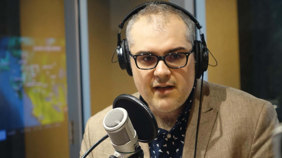 Serge Miville au microphone du Matin du Nord
