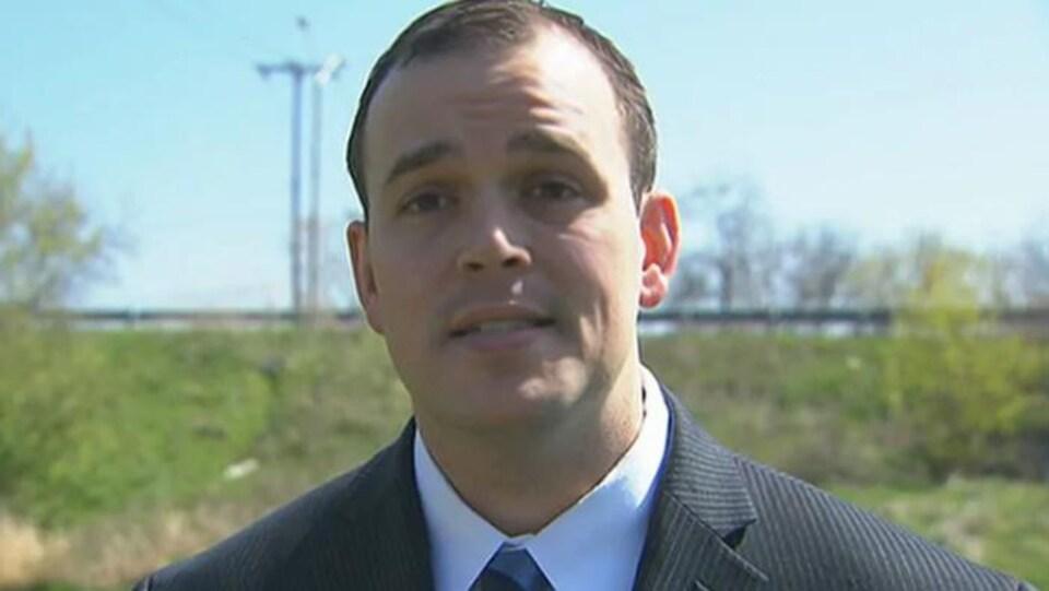 Le sergent Paul Gauthier, vu ici sur une photo tirée d'une vidéo de 2010. Il devait comparaître mardi devant un tribunal pour des accusations d'insubordination et de négligence professionnelle, mais son cas a été reporté au 26 février.