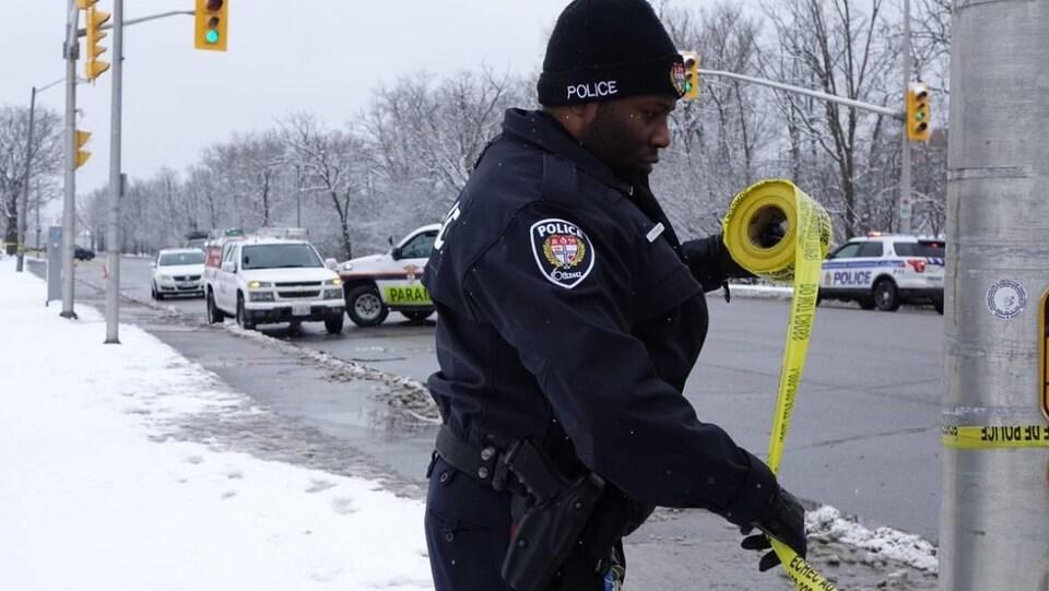 Un policier au travail.