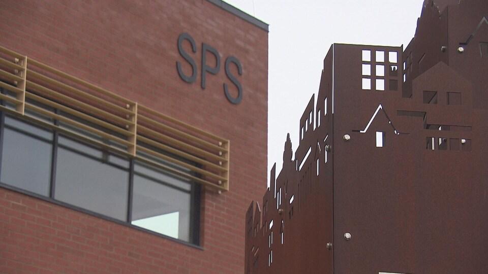 La façade du quartier général du Service de police de Sherbrooke.