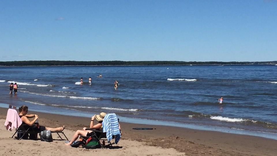 Des gens sur la plage