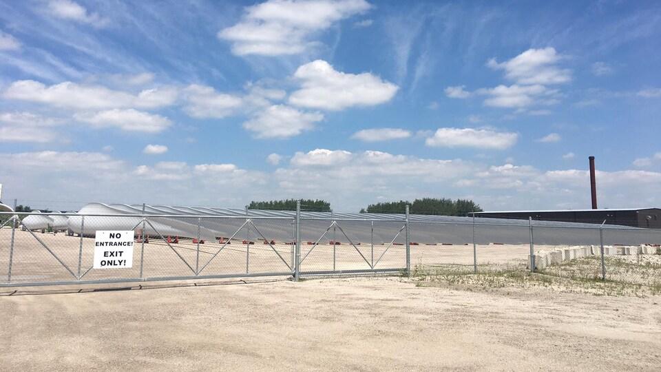L'usine Siemens Wind Power Limited   de Tillsonburg fabrique des pales d'éoliennes. Sa fermeture forcera la mise à pied de 340 travailleurs.