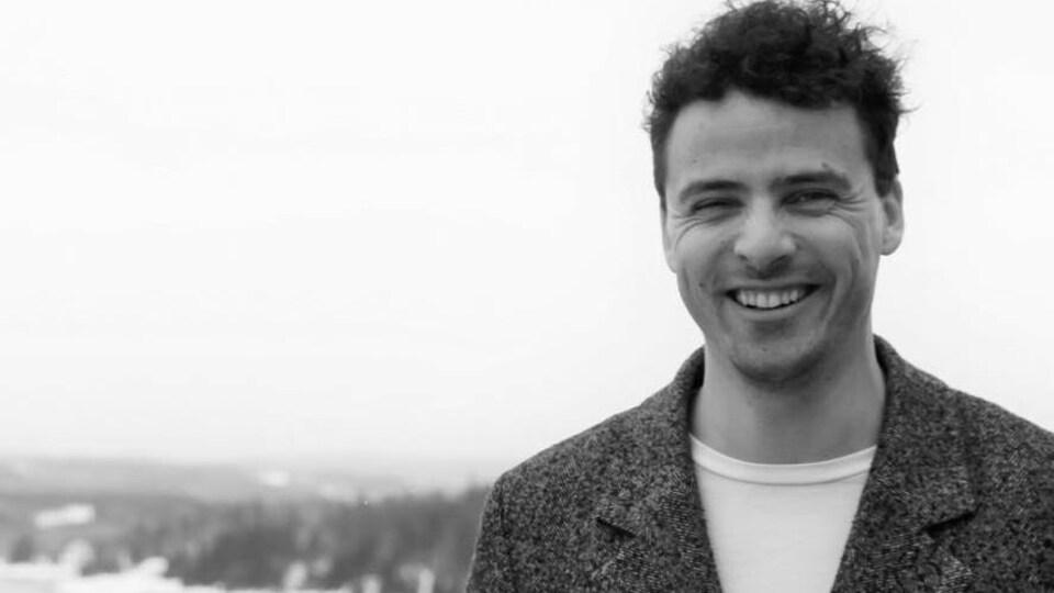 Simon-Pierre Murdock souriant à la caméra
