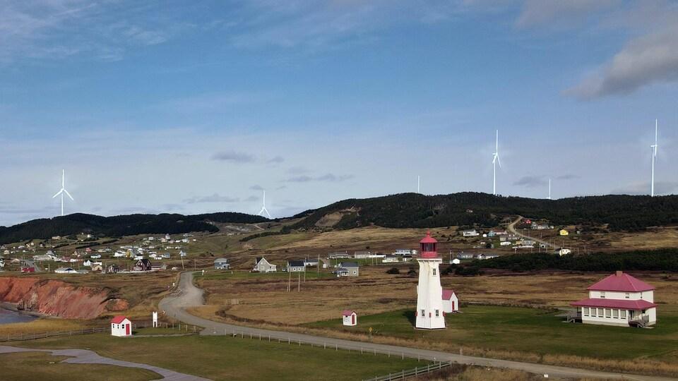 Une photo de Bassin, avec un phare en avant-plan et des éoliennes ajoutées à l'arrière.