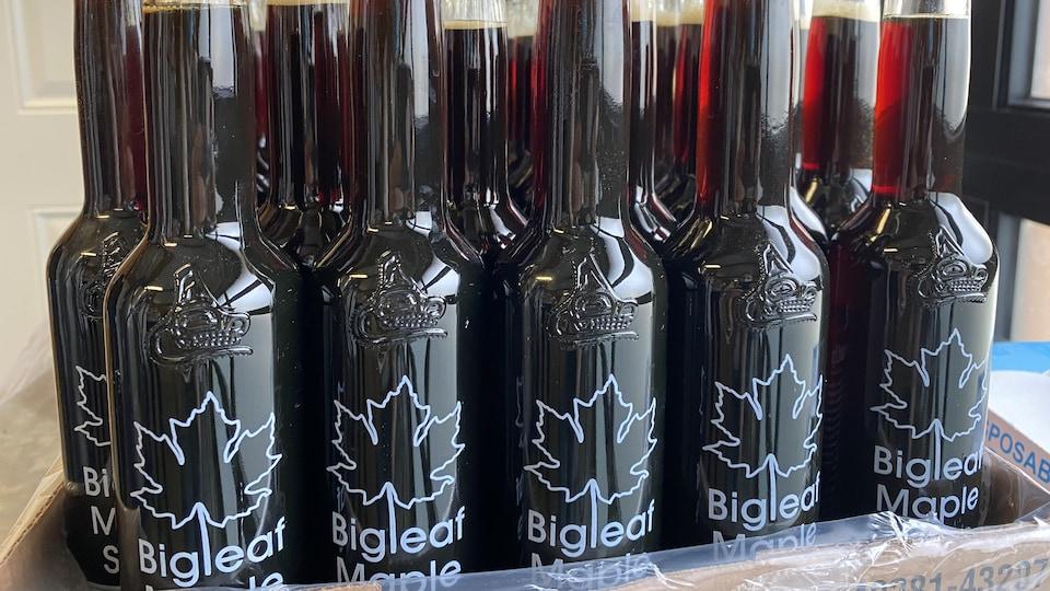des bouteilles de sirop d'érable