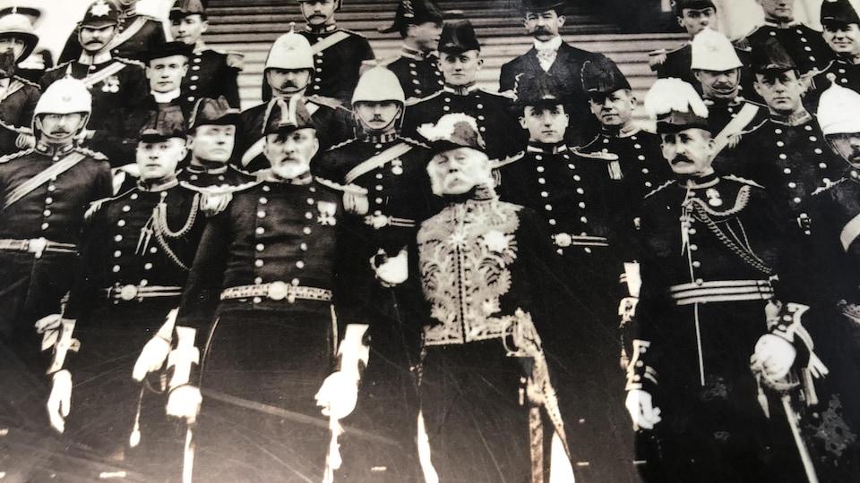 Photo d'époque avec entre autres sir Henri-Gustave Joly de Lotbinière.