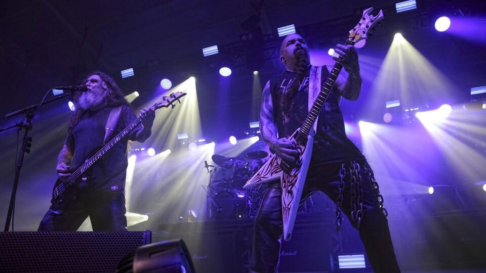 Tom Araya et Kerry King, du groupe métal Slayer, lors d'un concert à Baltimore, au Maryland, en juillet 2017.