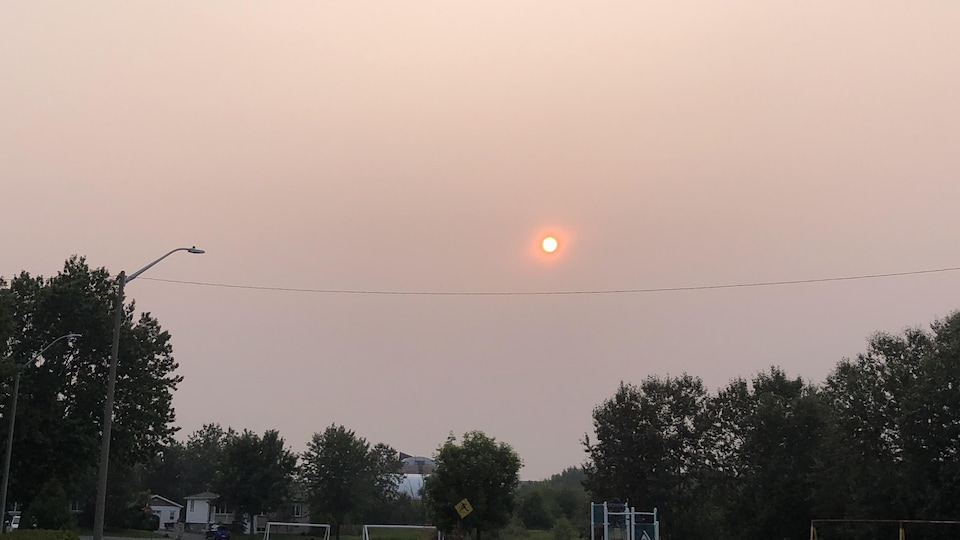 Les feux de forêt en cours dans le nord-ouest de l'Ontario provoquent le smog en Abitibi et Lebel-sur-Quévillon.
