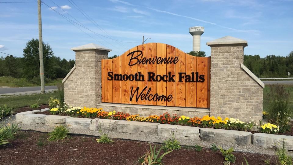 Pancarte entrée de la ville de Smooth Rock Falls.