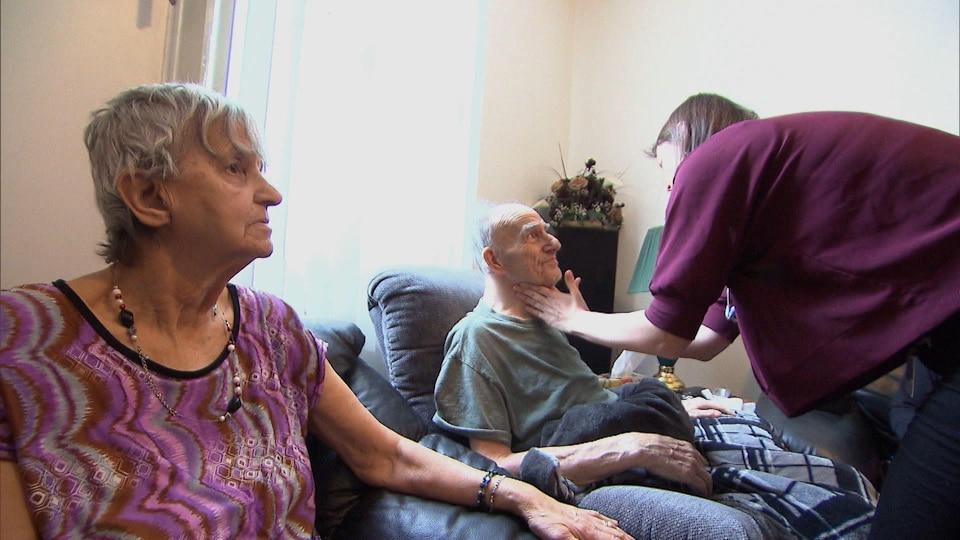 Gilles Langevin et sa femme Suzanne Archambault reçoivent des soins à domicile.