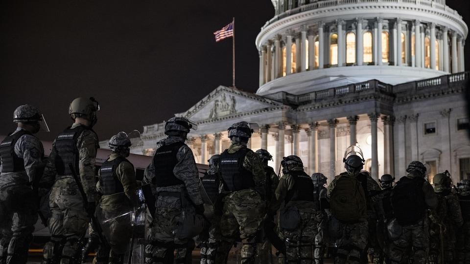Violences au Capitole : Twitter suspend