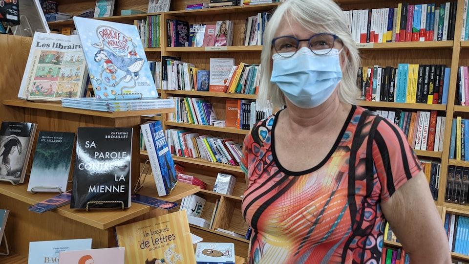 Sonia Pelletier dans sa librairie.