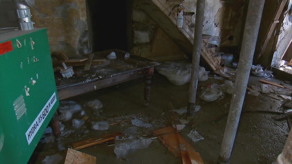 Le sous-sol de l'église de Beauceville a subi des dommages considérables. Le curé de la paroisse Sainte-Famille de Beauce estime les pertes entre 50 000 et 100 000 dollars. Le sous-sol du presbytère a été aussi complètement inondé.
