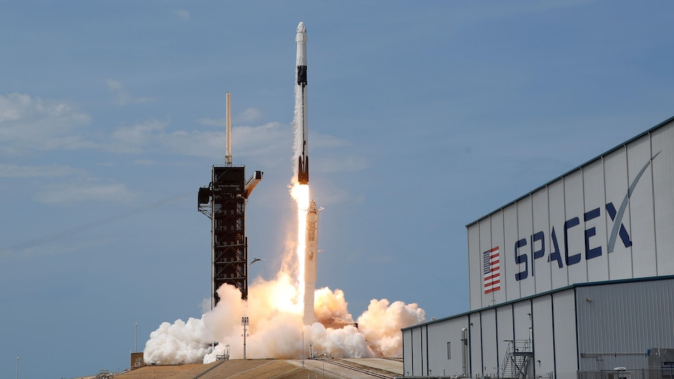 Lancement de SpaceX Falcon 9.