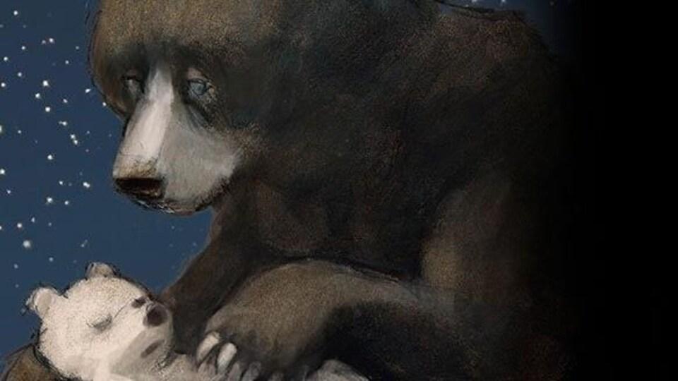 Un ours adulte cajole un petit ourson endormi dans ses bras.