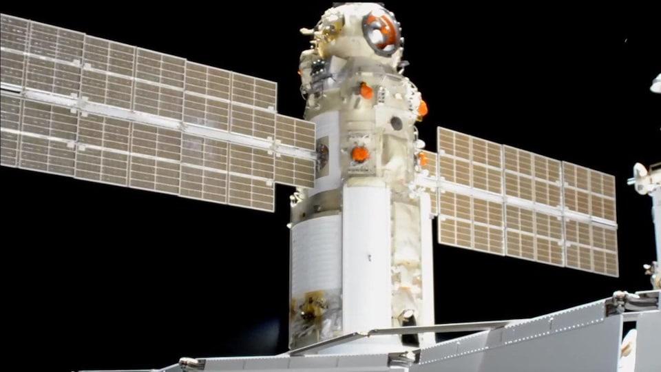 Le module Nauka amarré à la SSI.