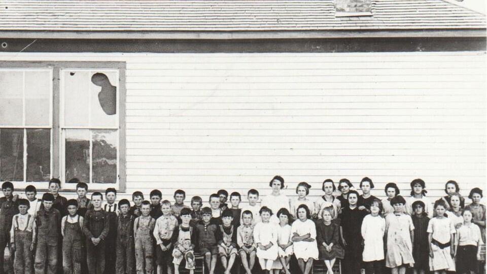 Groupe d'élève de l'école de Saint-Victor en 1918