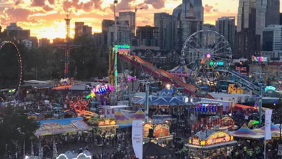 Une vue des attractions du Stampede de Calgary.