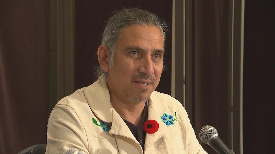 Le chirurgien Stanley Vollant au Cercle de presse du Saguenay, le 8 novembre 2017