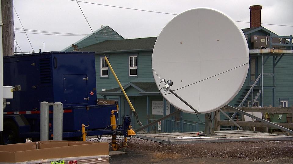 Une station satellite terrestre a été installée aux Îles