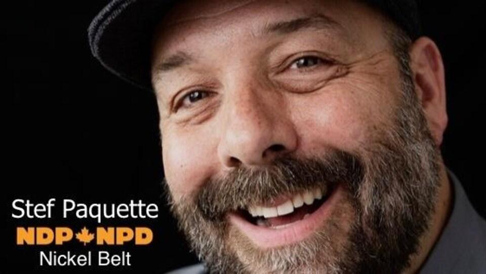 Gros plan de Stef Paquette qui afficher un sourire.
