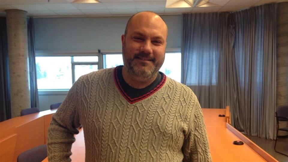 Le professeur-chercheur à l'Université du Québec en Abitibi-Témiscamingue (UQAT) et président du conseil d'administration de La Piaule, Stéphane Grenier.
