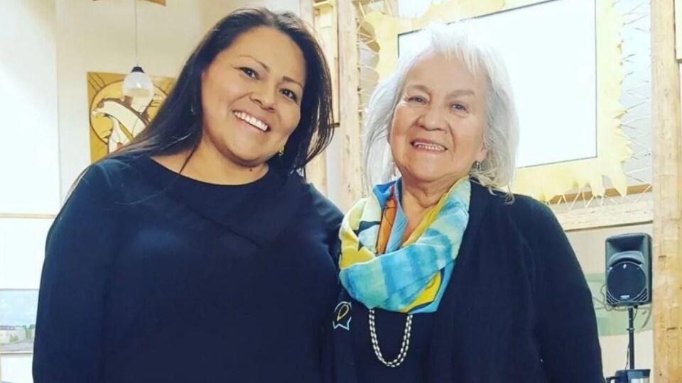 Stephanie Peltier et sa mère Martia Mandamin-Peltier.