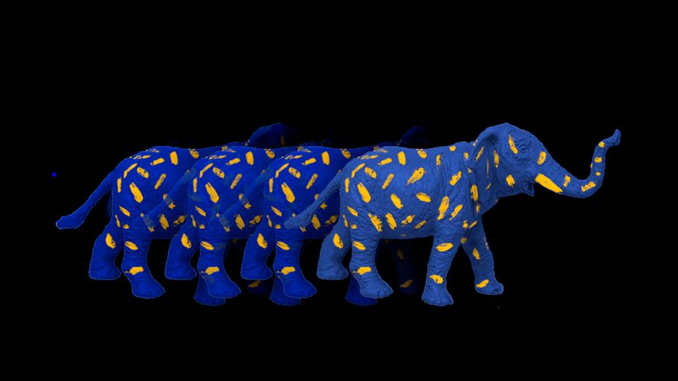 Un éléphant bleu et jaune.