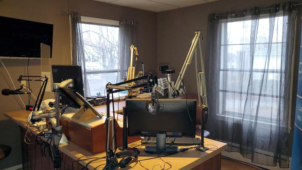 Le studio de CHNC.