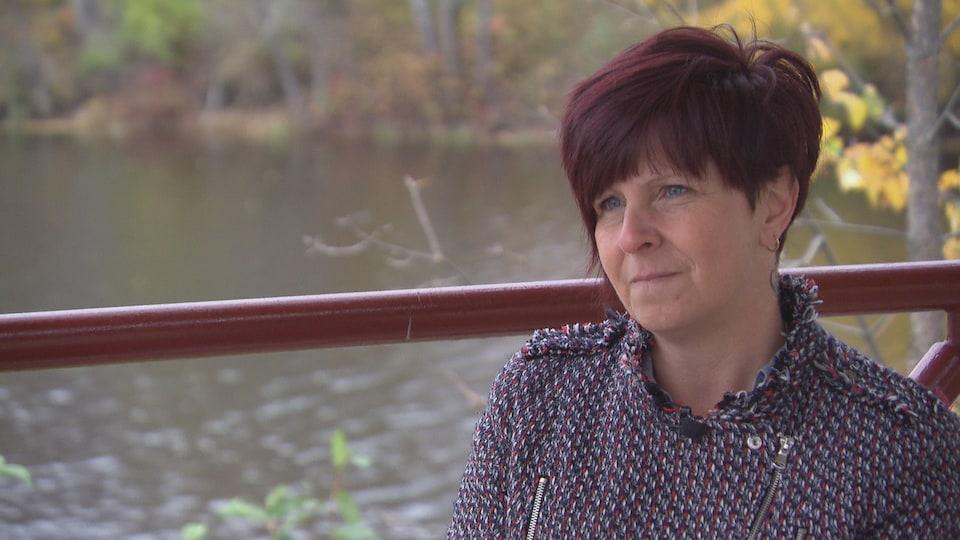 Carole Saint-Amour, résidente de la MRC de la Vallée-de-la-Gatineau dont le fils de 19 ans s'est enlevé la vie