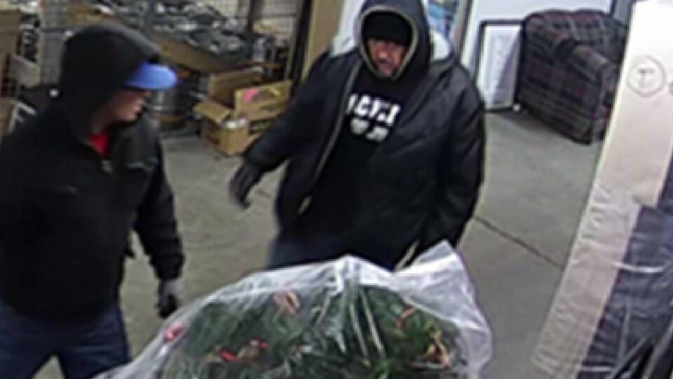 Les deux suspects ont sévi le 15 mars dernier en soirée dans un hôtel de Scott, en Beauce.