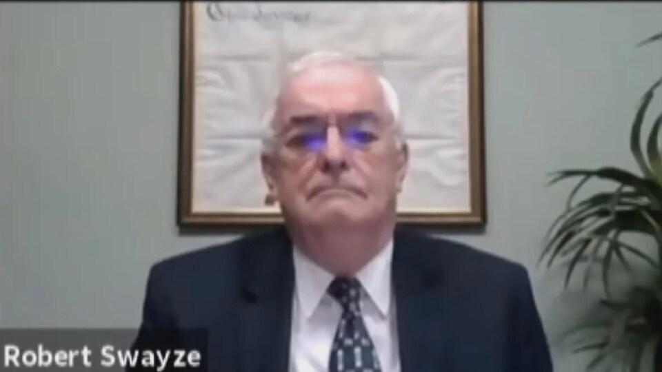 Le commissaire à l'intégrité Robert Swayze lors d'une réunion virtuelle du conseil municipal d'Essex.