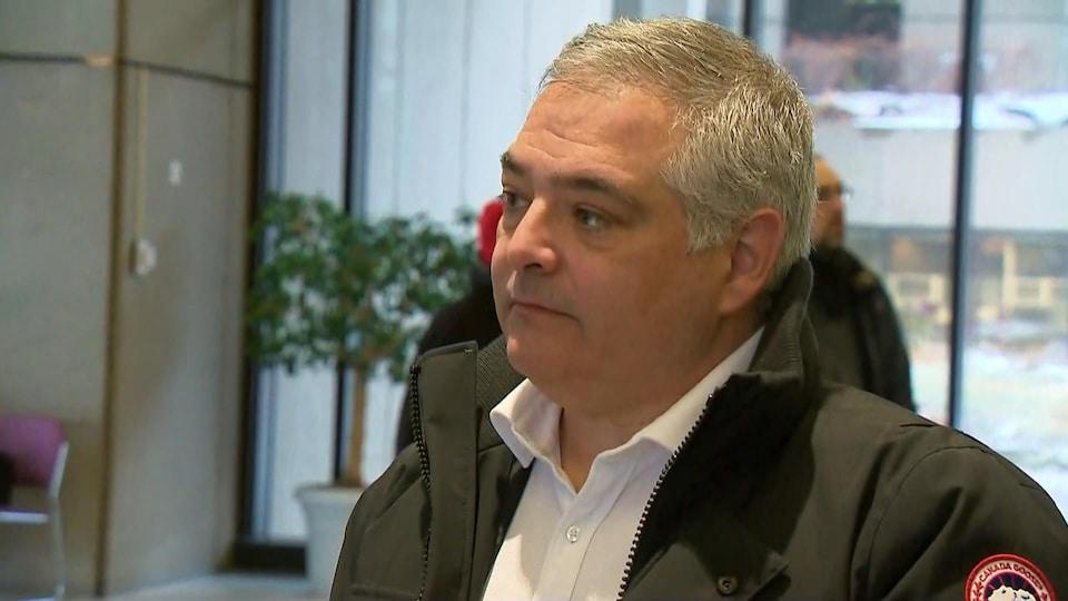 Sylvain Mallette, président de la Fédération autonome de l'enseignement, lors d'un point de presse à Québec.