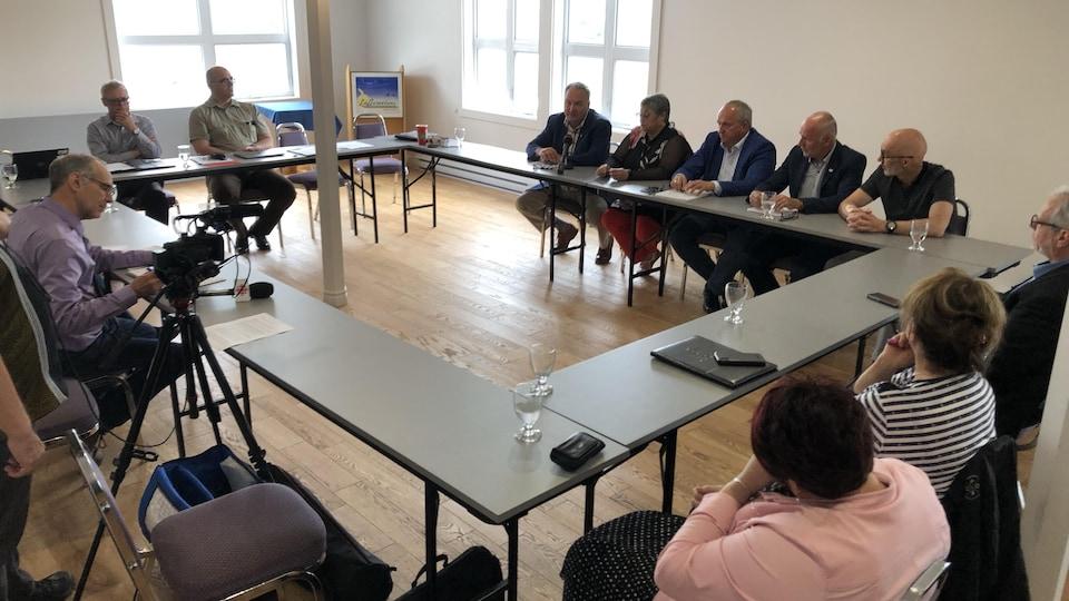 Les élus lors de la rencontre de la Table régionale des élus du Bas-Saint-Laurent.