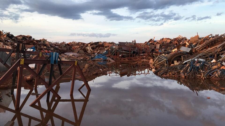 Un des dépotoirs de la mine de Tata Steel près de Schefferville.
