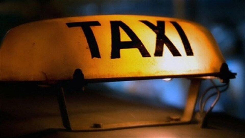Signal lumineux d'un taxi.