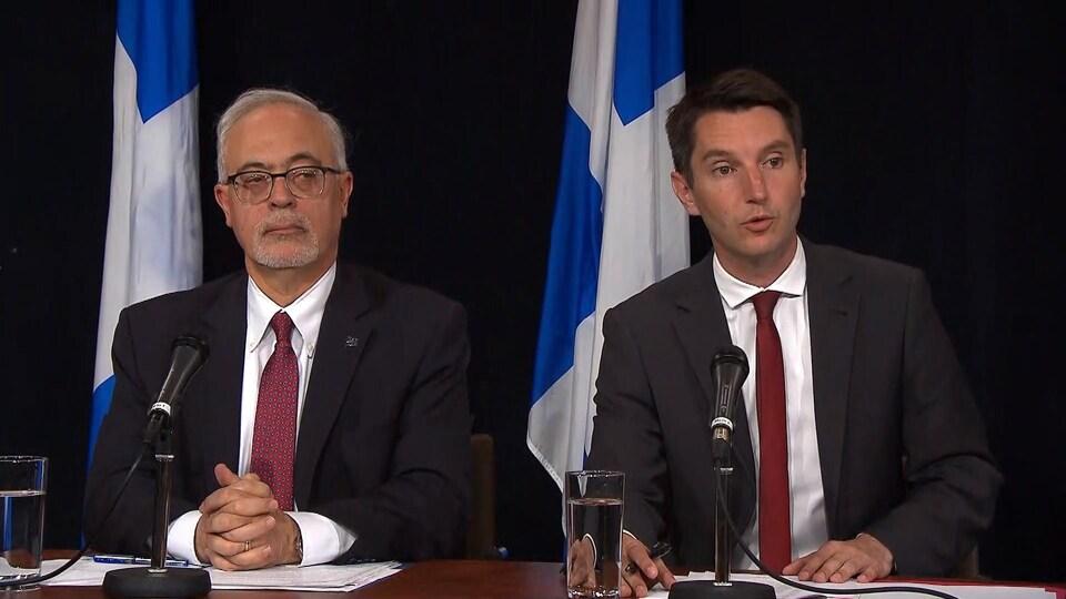 Le ministre des Finances, Carlos Leitao, et le ministre des Transports, André Fortin.