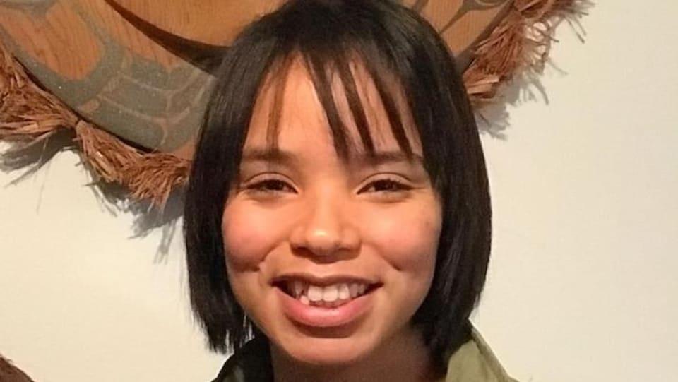 Photo d'une jeune femme autochtone.