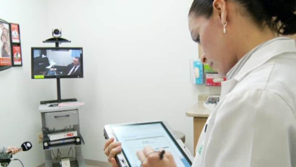 Une consultation médicale par vidéo.