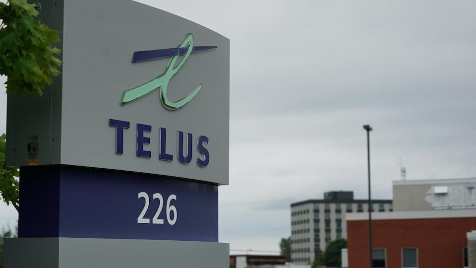 Une affiche de Telus.