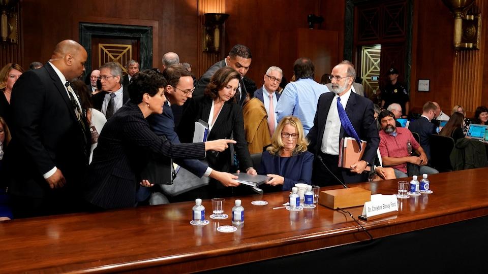 Christine Blasey Ford entourée d'avocats.