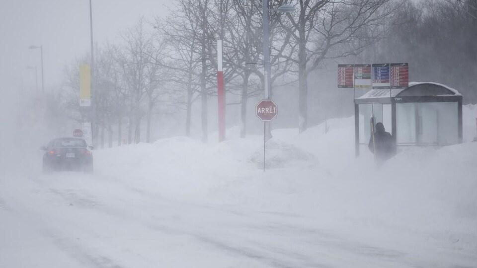 Le boulevard René-Lévesque sous la neige.