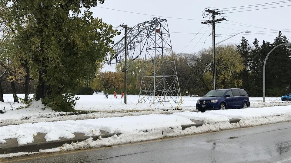 Une tour de transmission de Portage la Prairie brisée