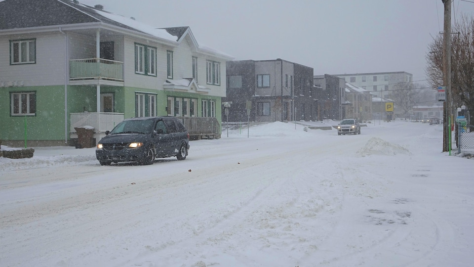 Une route enneigée à Rimouski.