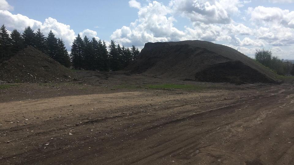 Un terrain vacant situé en bordure de l'autoroute Laurentienne, à Québec