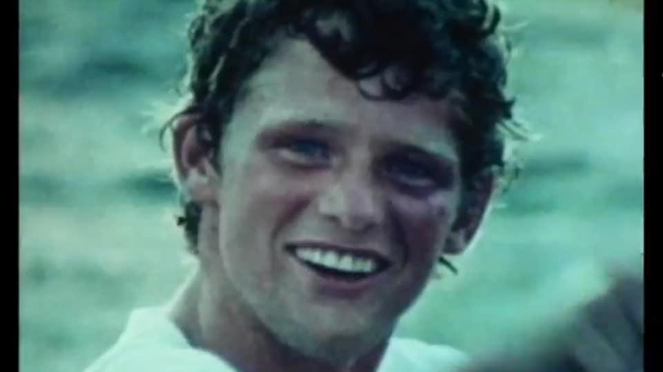 Visage de Terry Fox souriant.