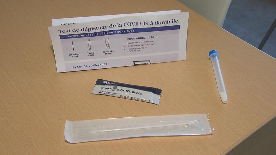 Un test de dépistage rapide, comme ceux qui sont donnés aux élèves dans les écoles au Nouveau-Brunswick.